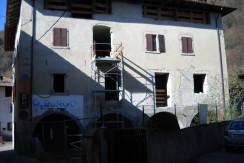 Edificio cielo-terra a Cimego RV0005