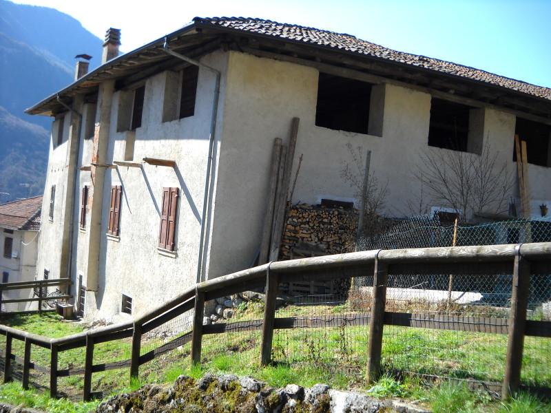 Casa da ristrutturare a cimego rv0004 agenzia immobiliare ph storoagenzia immobiliare ph storo - Ristrutturare casa da soli ...