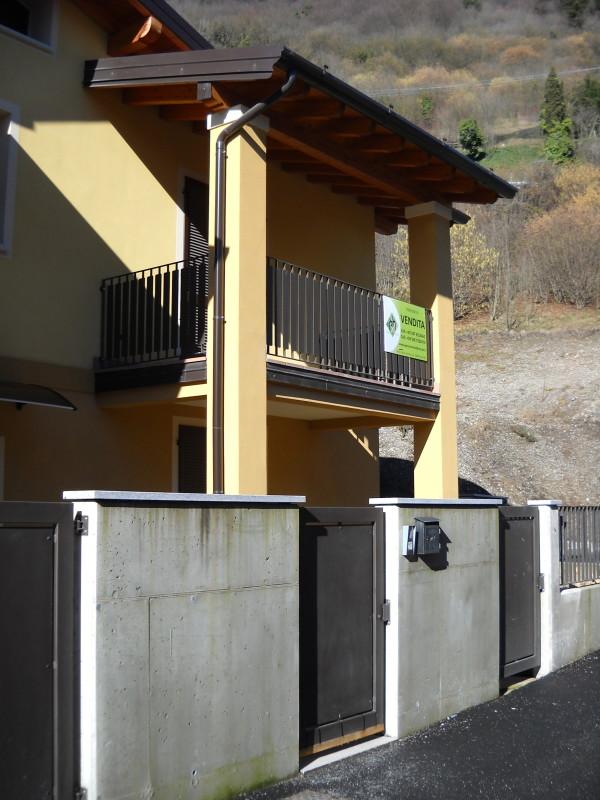 Villa di testa in vendita ad anfo rv0036 agenzia for Piani di garage con deposito rv