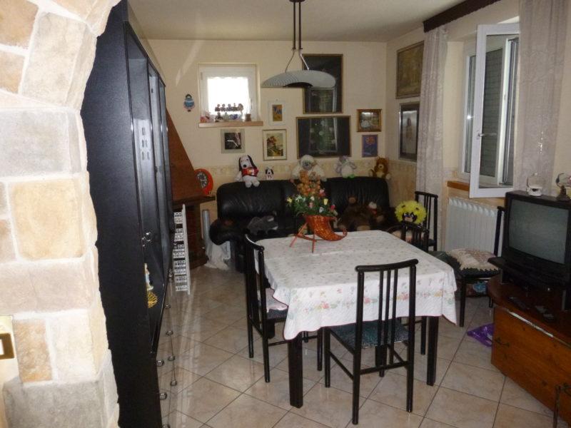 Appartamento su due livelli a lodrone di storo rv120 for Seminterrato su due livelli