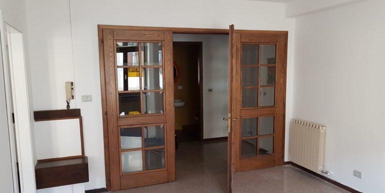 Ufficio a piano primo a Pieve di Bono in affitto AF010 ingresso