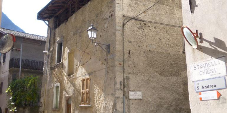 Casa cielo-terra indipendente da ristrutturare in centro storico a Storo RV0115