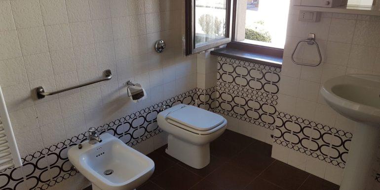 Appartamento a piano primo a Pieve di Bono in affitto AF009 bagno