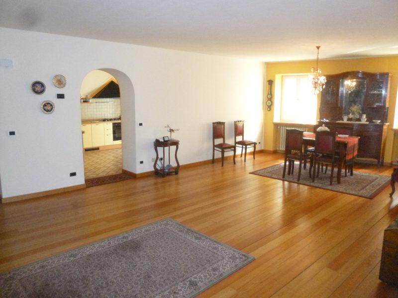 Appartamento a piano primo in zona centrale a Storo RV0133